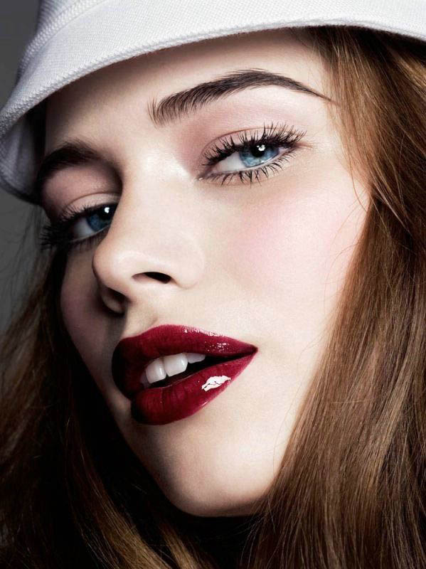 how to make lips look bigger with red lipstick
