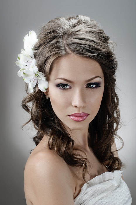 Wedding Hair With Flowers The Latest Trends In Women 39 S Hairstyles